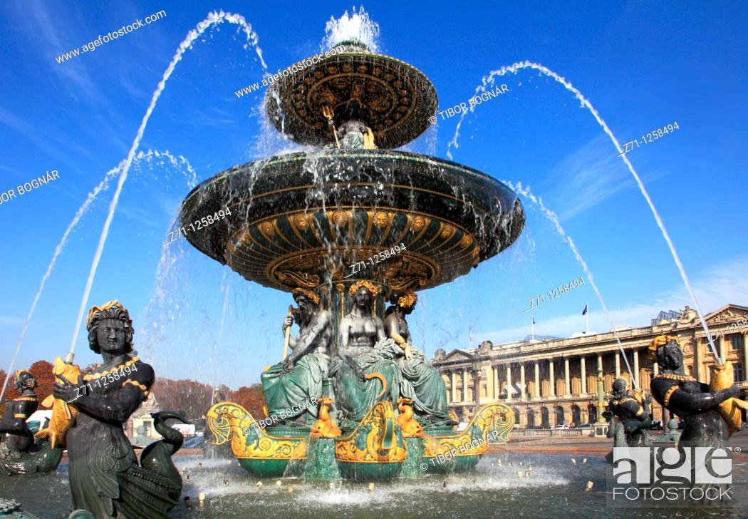 Stock Photo: France, Paris, Place de la Concorde, fountain,.