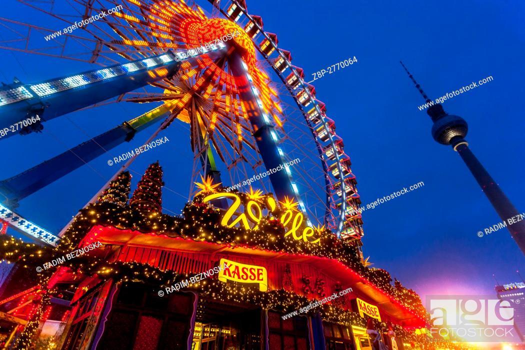 Imagen: Germany, Berlin, Christmas atmosphere at Alexanderplatz.
