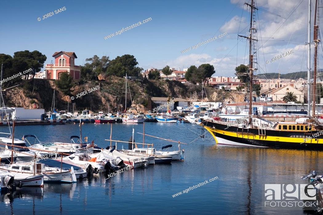 Stock Photo: Puerto de Sant Feliu de Guíxols  España, Catalunya, provincia de Girona, Baix Empordà, Sant Feliu de Guíxols.