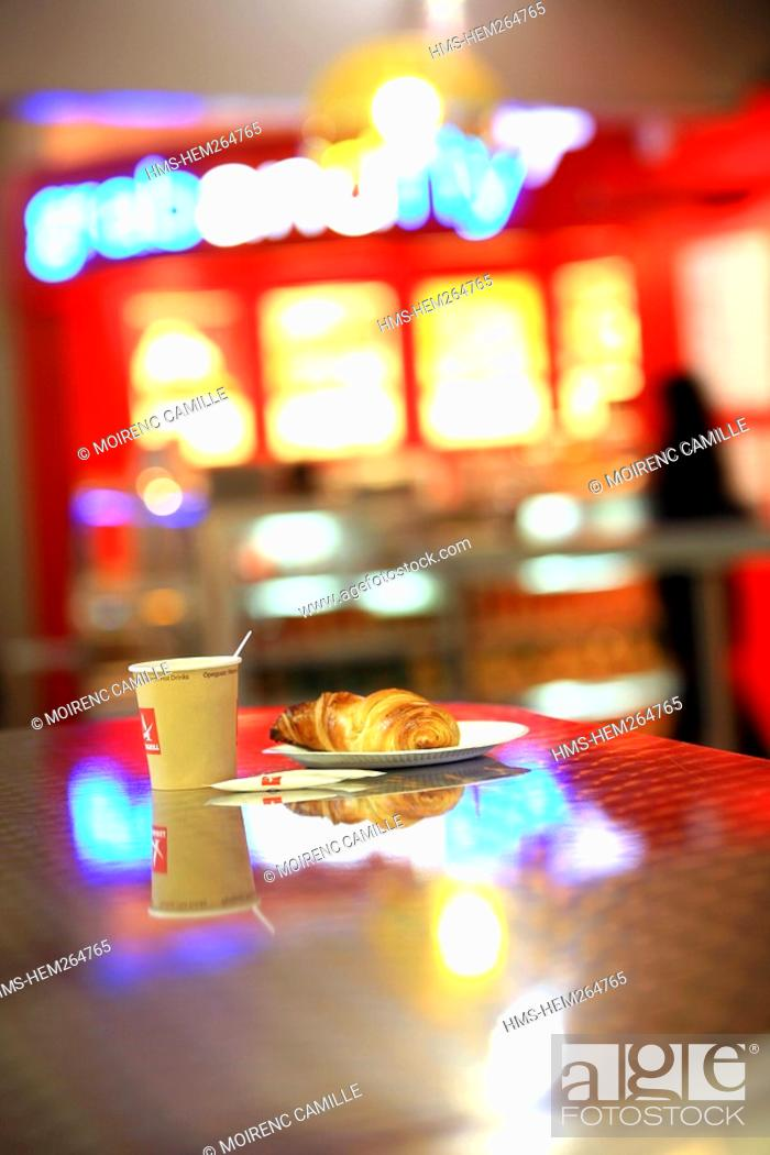Stock Photo: France, Bouches du Rhone, Marignane, Marseille Provence Airport, MP2 Terminal, cafe of the duty free.