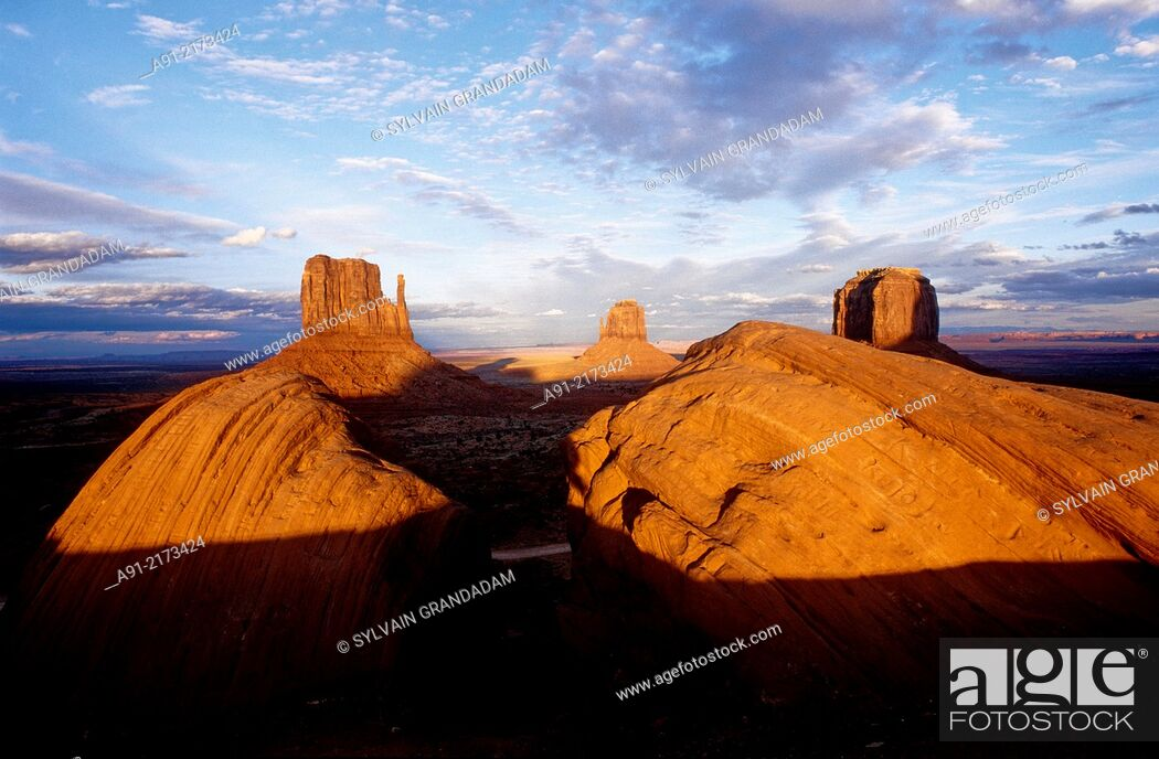 Stock Photo: Landscape of red mesas at dusk. Monument valley, Navajo reservation. Utah. United states (USA).