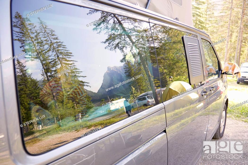 Photo de stock: Camper van parked in forest campsite, Lake Toblach, Dolomites, South Tyrol, Italy.