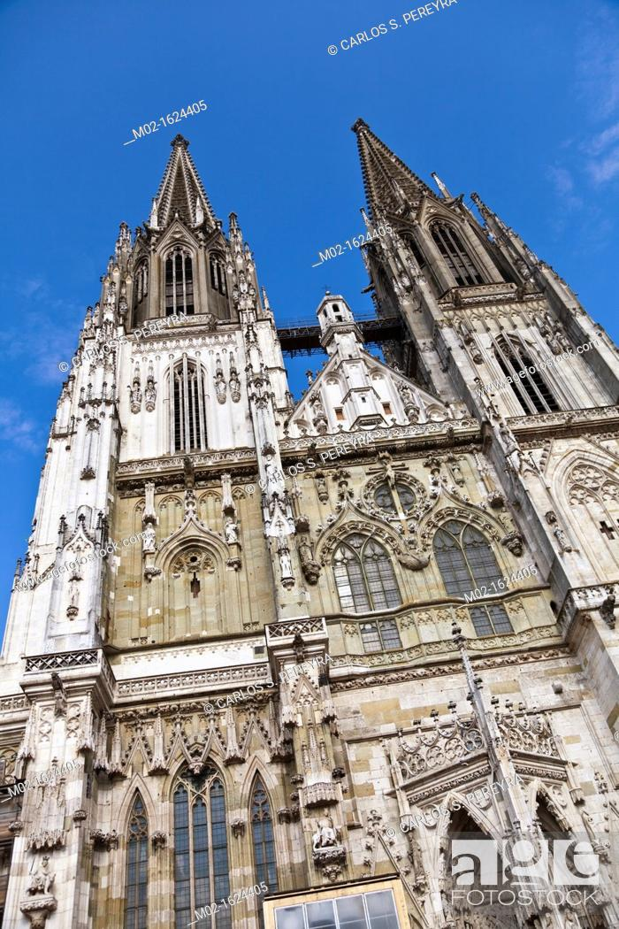 Stock Photo: St  Peter's Cathedral, Regensburg, Bavaria, Germany.
