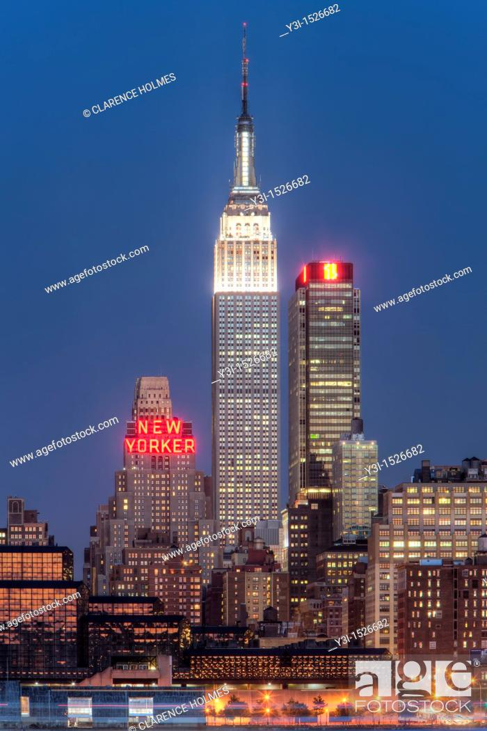 Stock Photo: The Empire State Building and Manhattan skyline at dusk, as seen from Weehawken, New Jersey, USA.
