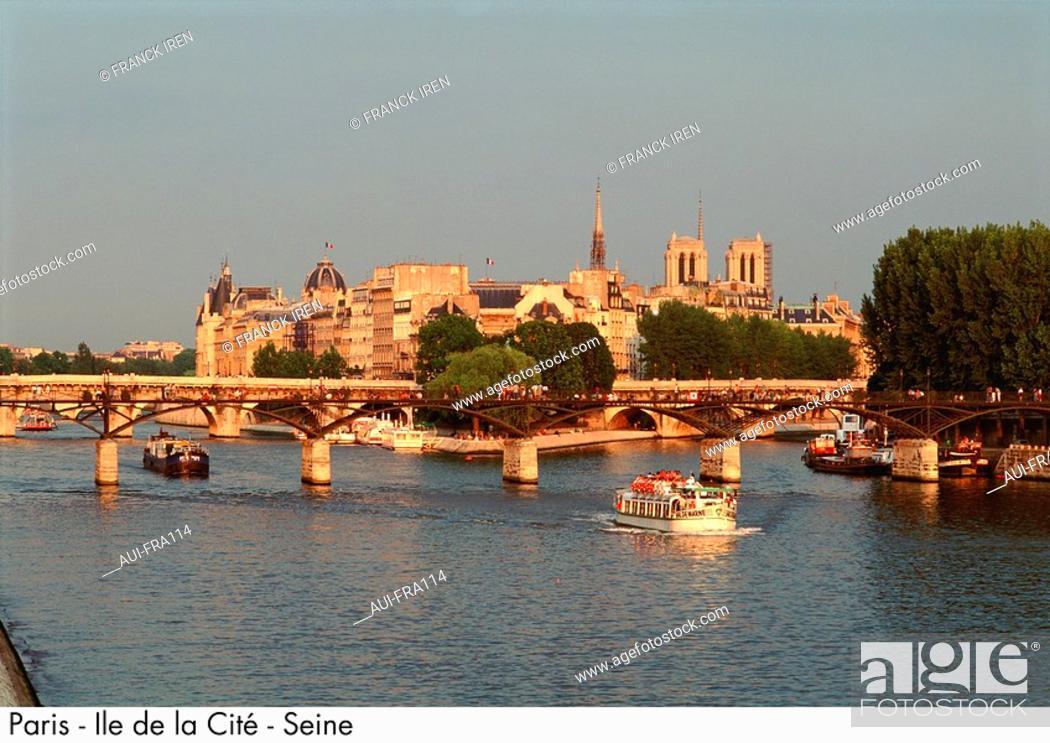 Stock Photo: France - Paris - Ile de la Cite - Seine.