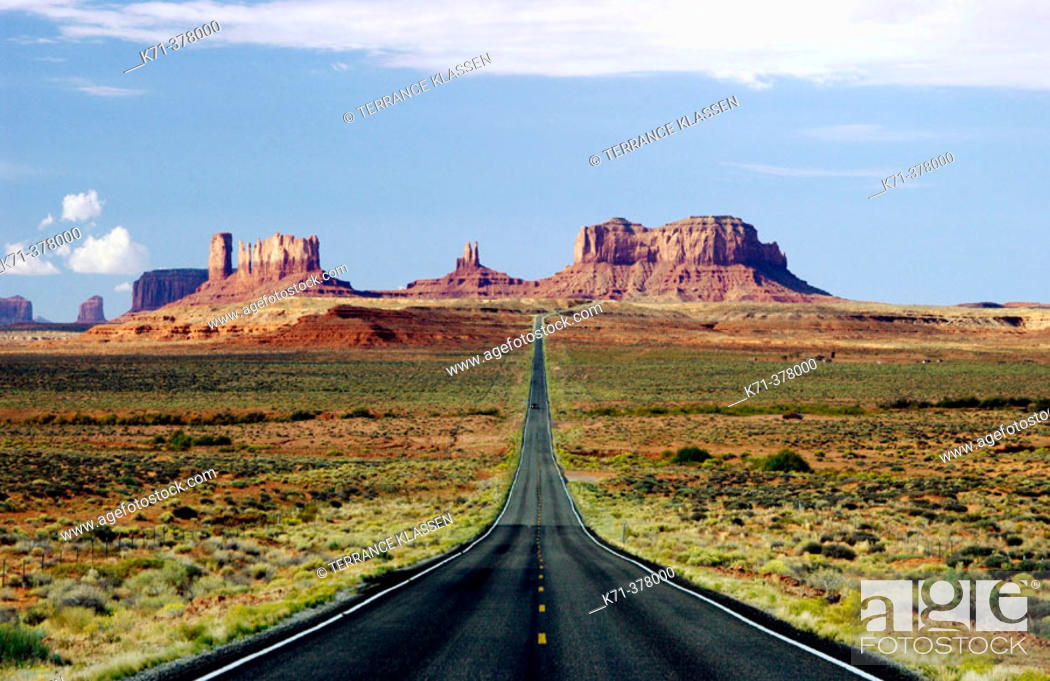 Stock Photo: Hwy 163 and the sandstone buttes of Monument Valley Utah, USA.