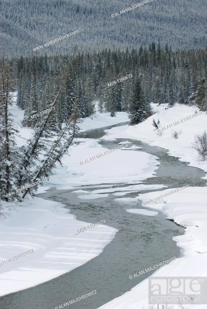 Stock Photo: Bow River Valley in winter, Banff National Park Alberta Canada.