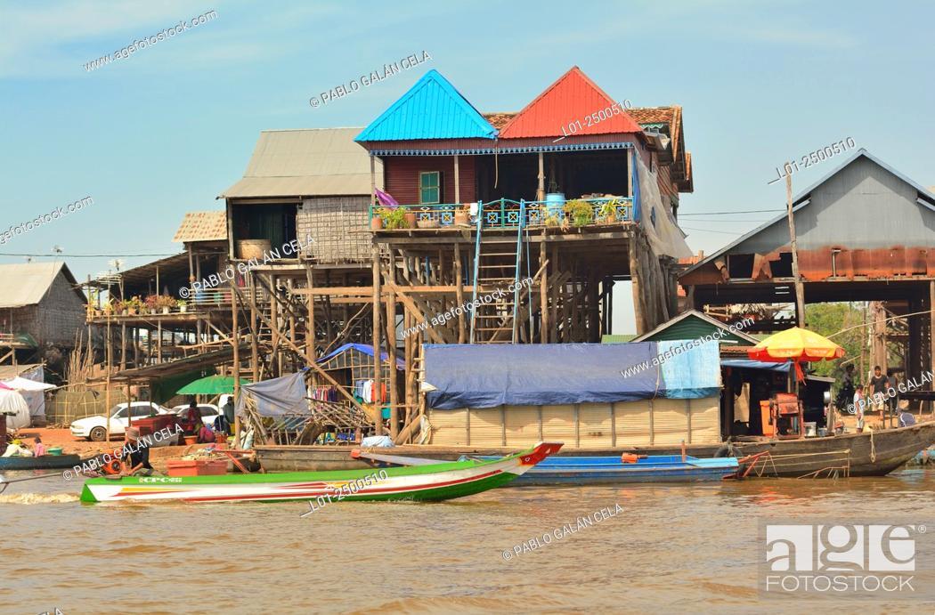 Imagen: Tom Le lake (freshwater lake), houses on water, Cambodia.