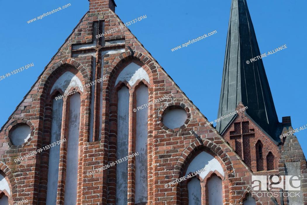 Stock Photo: 25 February 2019, Mecklenburg-Western Pomerania, Liepen: The church of Lieben bei Jarmen is built of boulders and bricks.
