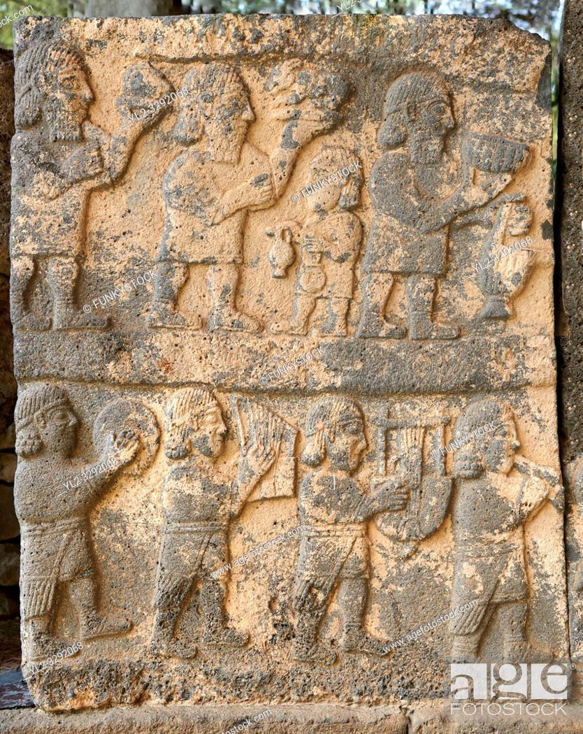 Imagen: Pictures & images of the South Gate Hittite sculpture stele depicting Hittite Gods. 8th century BC. Karatepe Aslantas Open-Air Museum (Karatepe-AslantaŠŸ Açık.