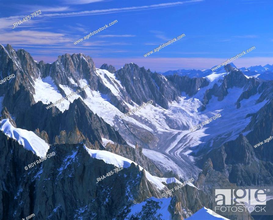 Stock Photo: Mountains of the Mont Blanc Range near Chamonix, French Alps, Haute-Savoie, France, Europe.