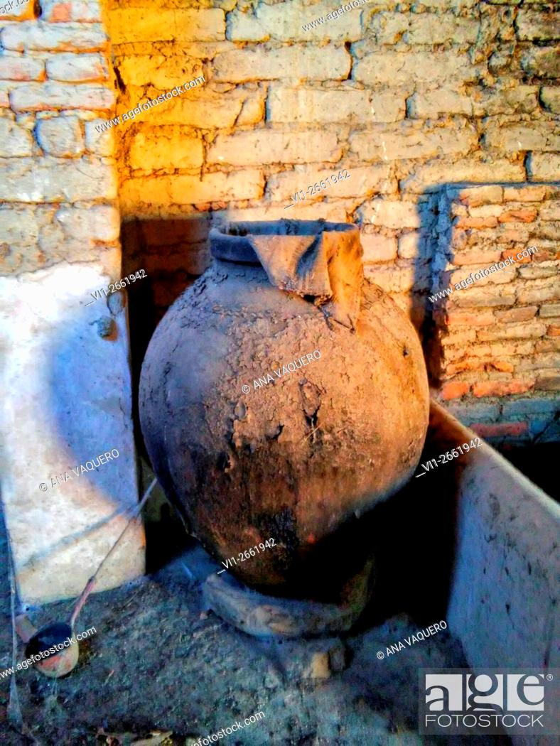 Stock Photo: Old jar, Escurial, Cáceres, Spain.