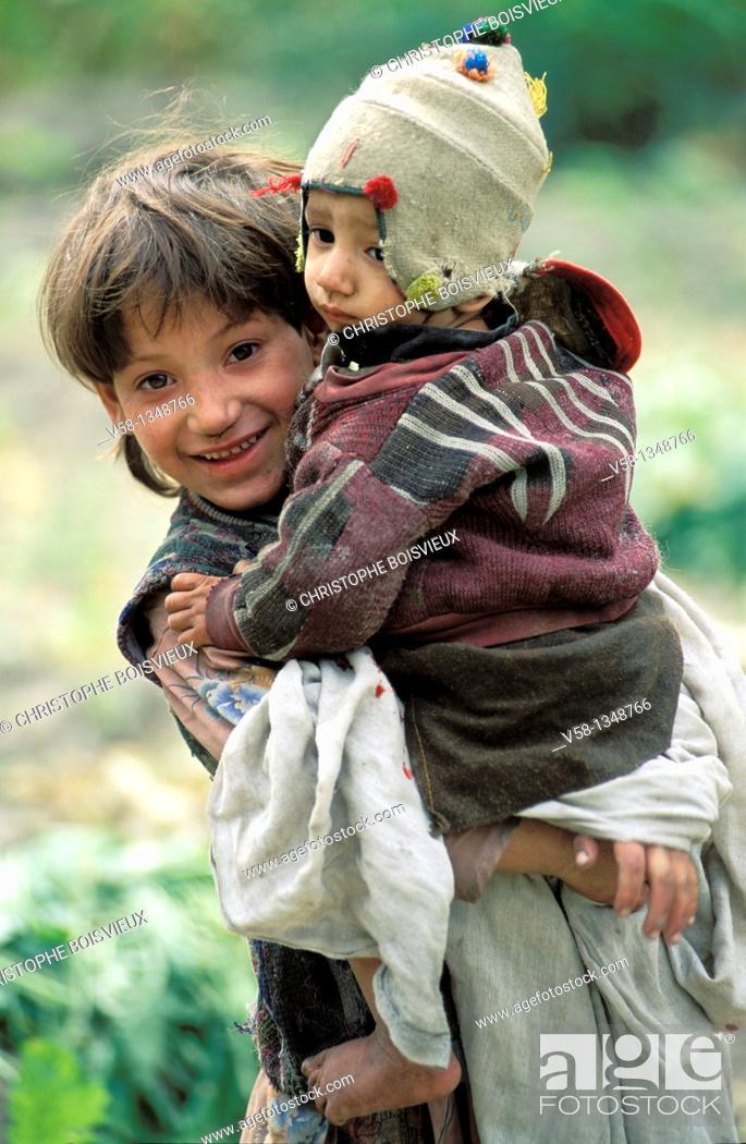 Stock Photo: Pakistan, Baltistan, Khaplu surroundings, Elder and younger brother.