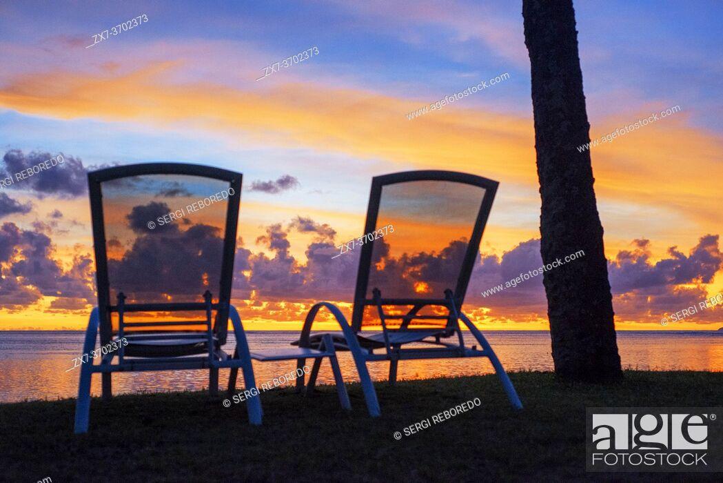 Imagen: Sunset in Le Meridien Hotel on the island of Tahiti, French Polynesia, Tahiti Nui, Society Islands, French Polynesia, South Pacific.