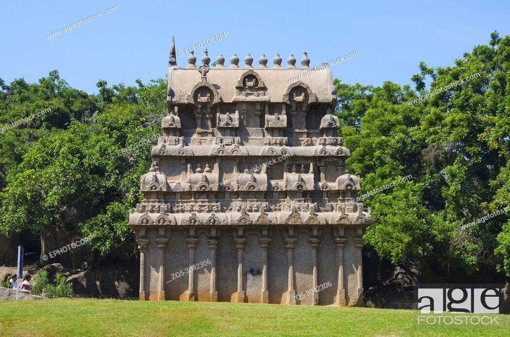 Stock Photo: Carved temple near Krishna's Butter Ball, Mahabalipuram, Tamil Nadu, India.