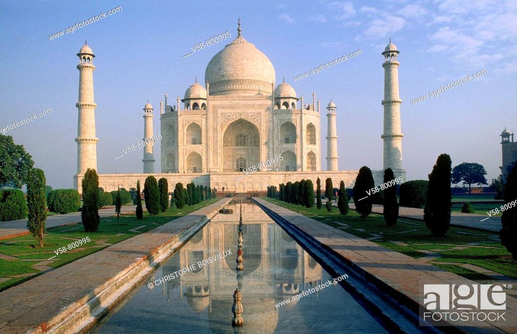 Stock Photo: THE TAJ MAHAL, AGRA, UTTAR PRADESH, INDIA.
