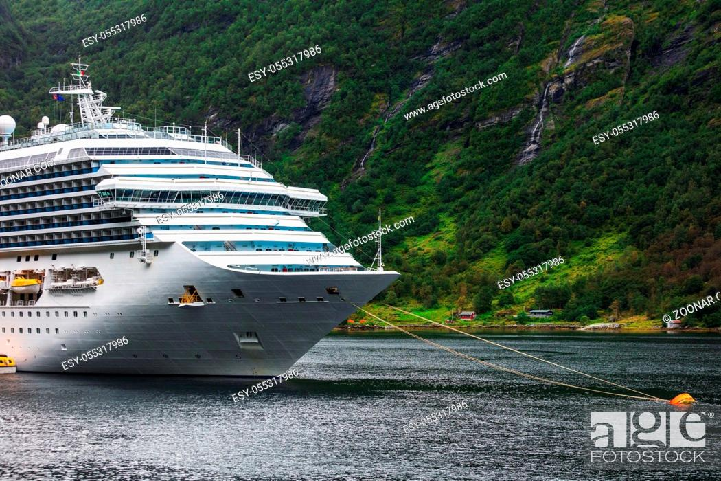 Photo de stock: cruise liner anchored in fjord. Norway.