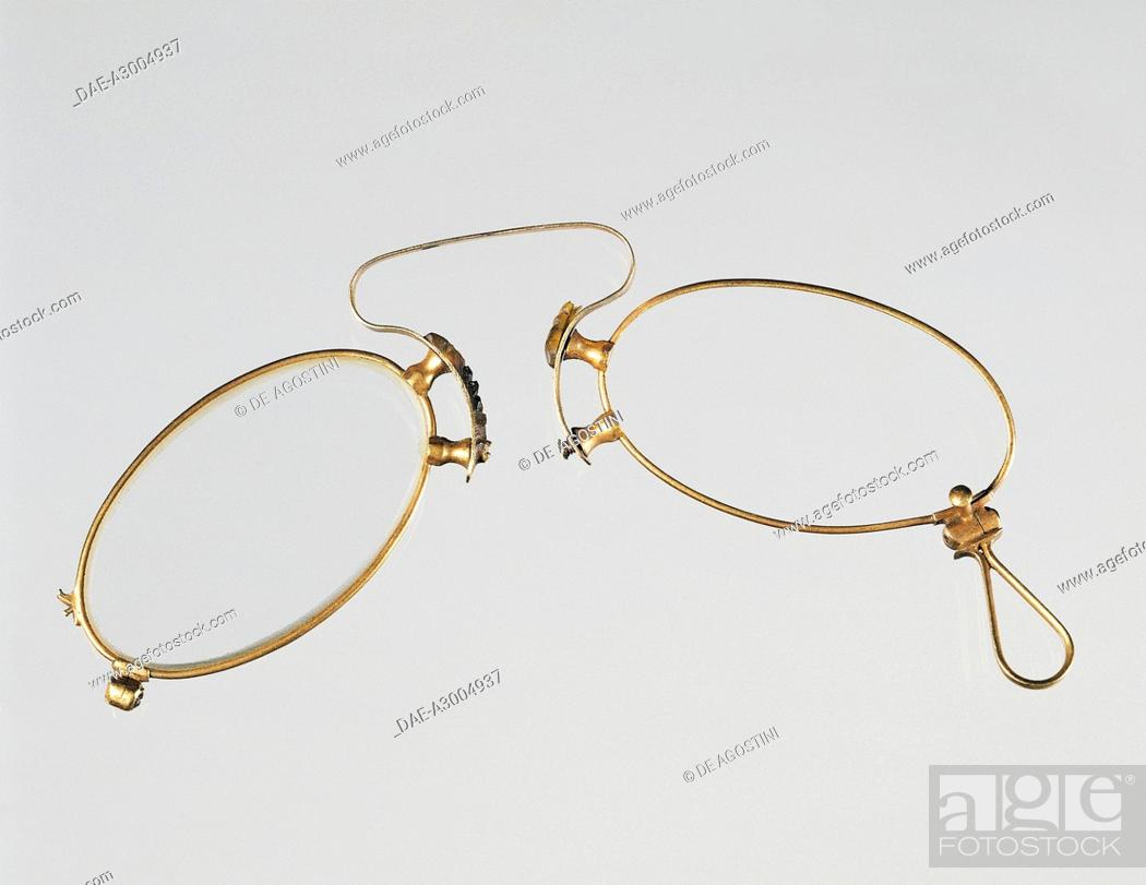 3a797dfac925 Stock Photo - Pince nez glasses in gold. Beginning of 20th century. Private  Collection