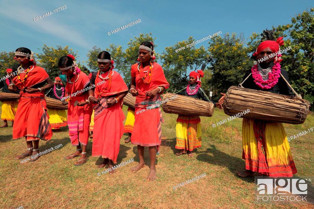 Mudia tribal dancer, jagdalpur, chhattisgarh, india, asia