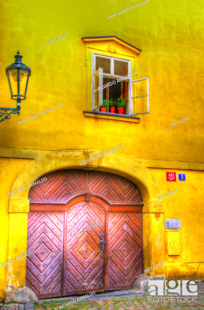 Stock Photo: Alley in Prague's Old Town, Czech Republic.