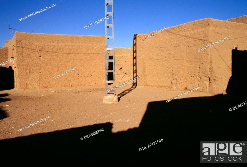Stock Photo: Mud brick buildings in Adrar, Algeria.