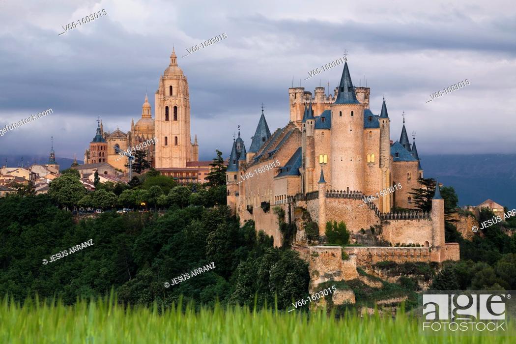 Imagen: Segovia Alcazar and Cathedral.