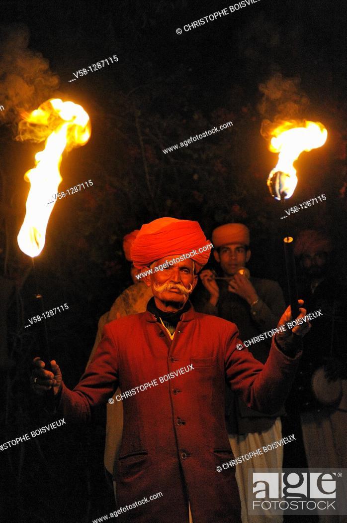 Stock Photo: India, Rajasthan, Shekhawati, Mandawa, Desert Resort Hotel, Candlelight dinner.