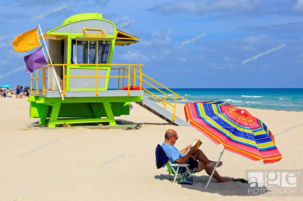 Stock Photo: South Beach, Ocean View, Miami with the Ocean and wooden lifeguard shelter, Miami, Florida, USA.