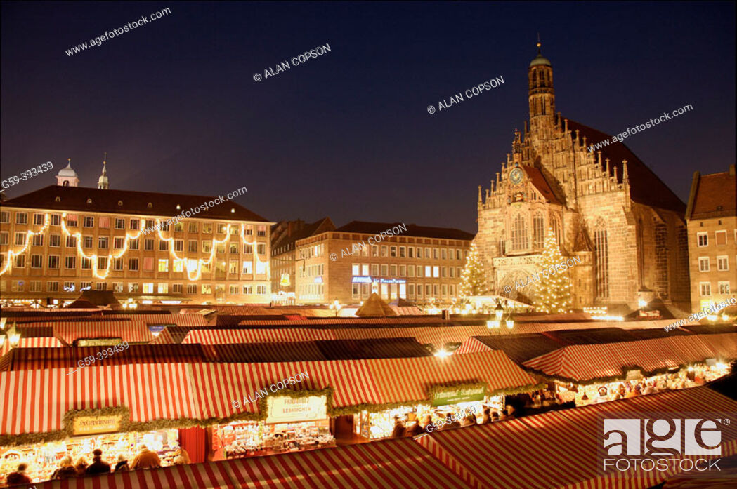 Stock Photo: Germany Bavaria (Bayern) Nürnberg (Nuremberg) Christmas Market (Weihnachtsmarkt) and Frauenkirche.