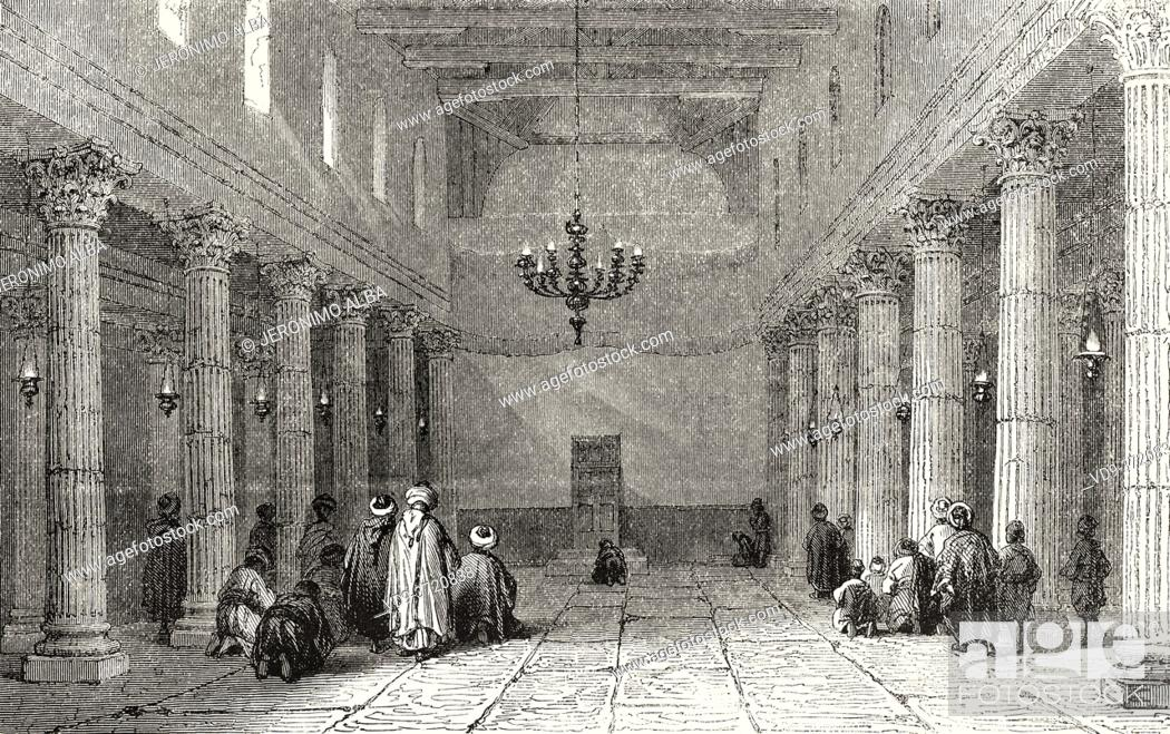 Imagen: Interior of a church in Bethlehem, Palestine, Israel. Old 19th century engraved illustration Travel to Jerusalem by Alphonse de Lamartine from El Mundo en La.