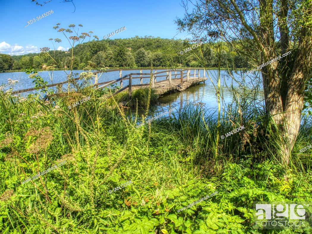 Photo de stock: derelict pier at Lake Grolejac, Dordogne Department, Nouvelle Aquitaine, France.