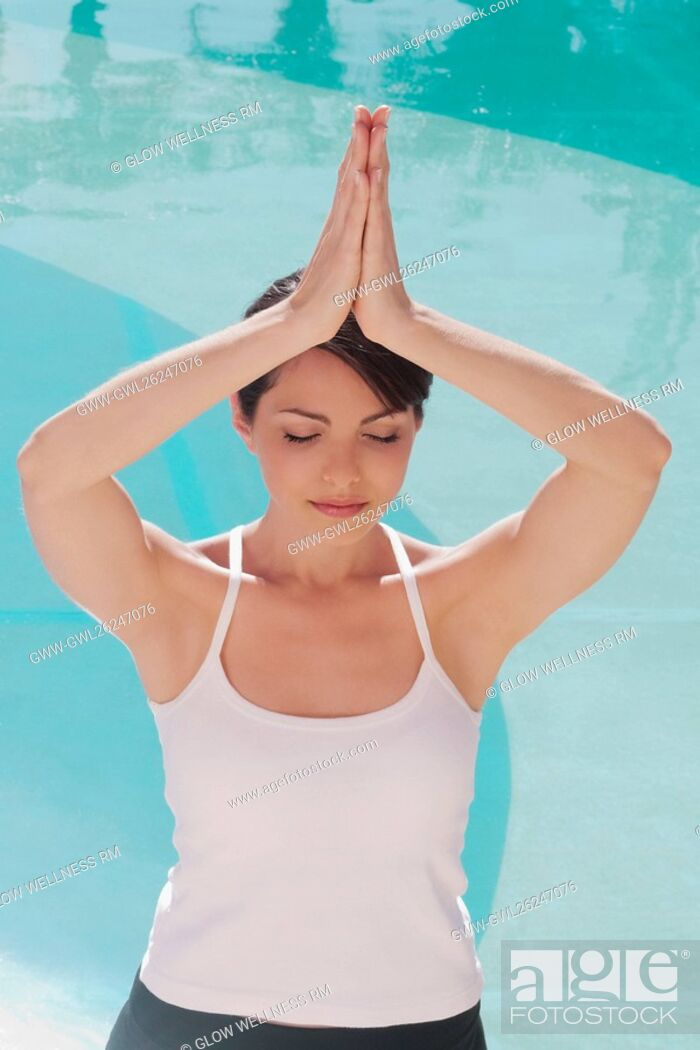 Imagen: Woman in prayer position at the poolside.