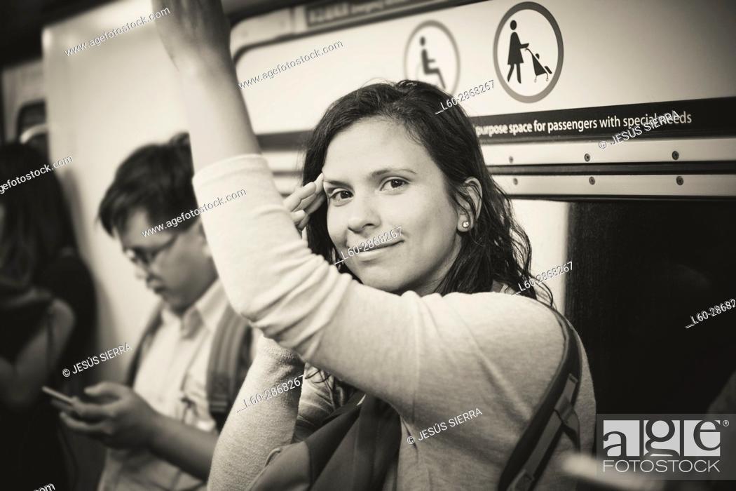 Imagen: Beautiful tourist in MTR subway. underground train, Hong Kong, China.