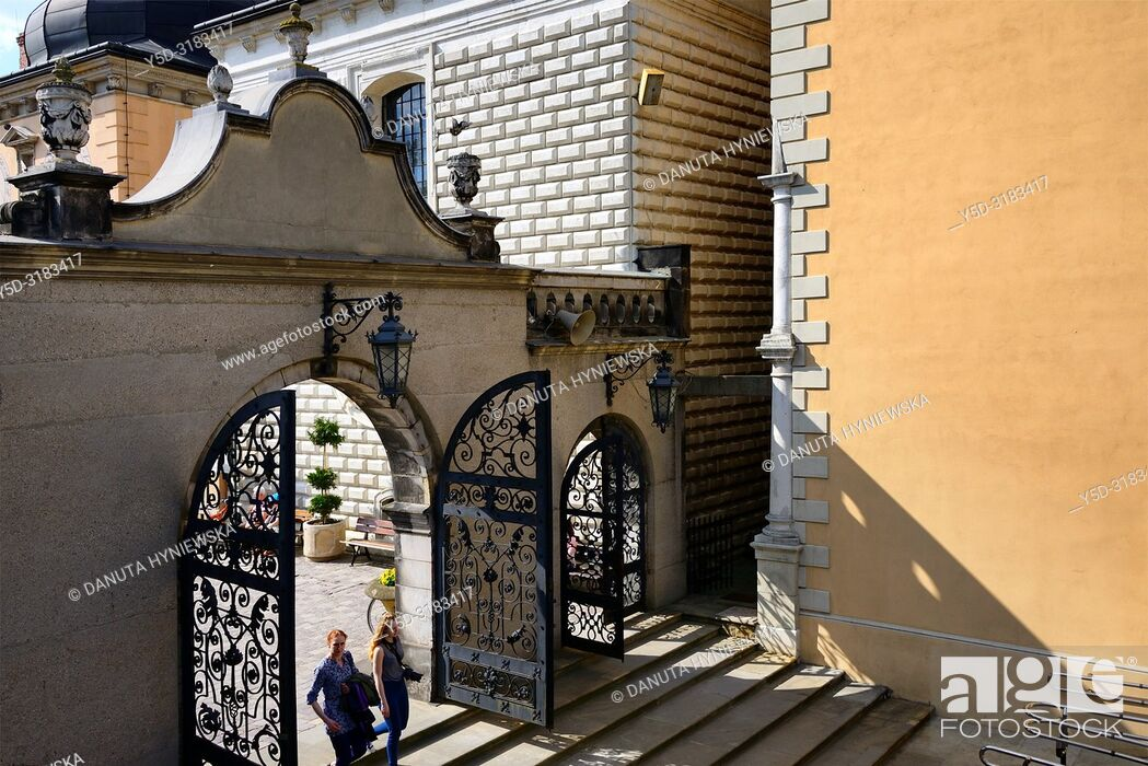 Imagen: Gate to Wieczernik - upper room, Jasna Gora - most famous Polish pilgrimage site, sanctuary of Our Lady of Czestochowa - Queen of Poland and the Pauline.