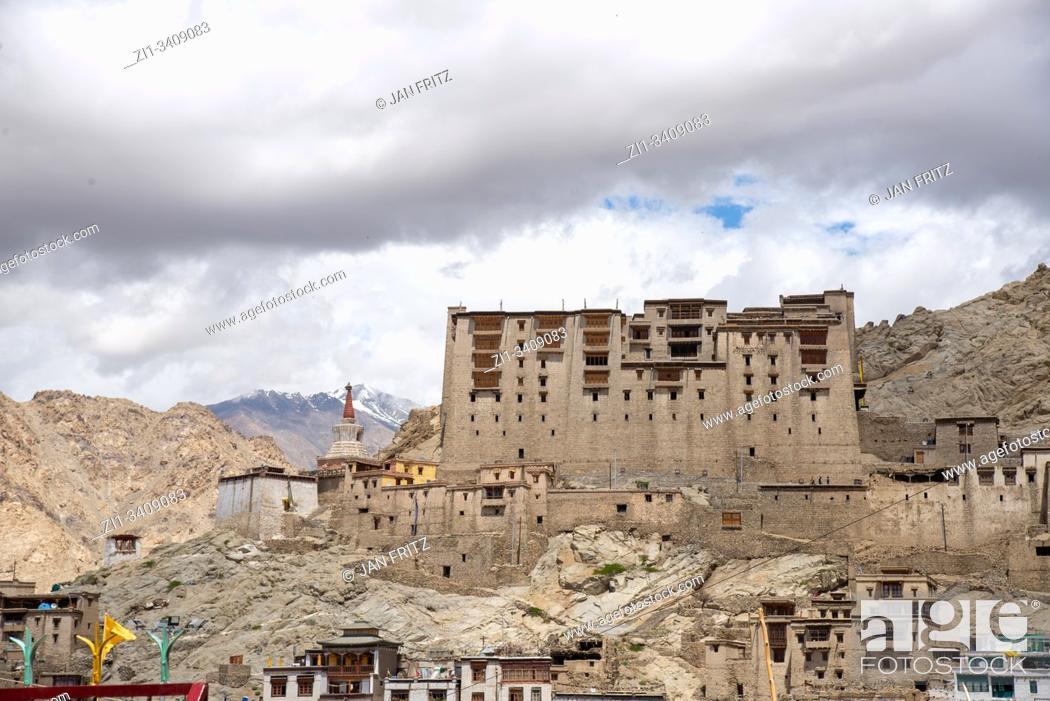 Imagen: old palace of Leh, Ladakh, India.