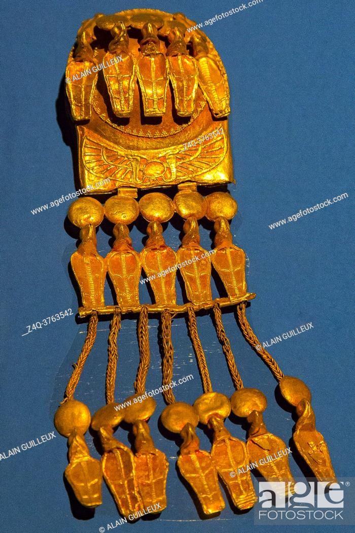 Imagen: Egypt, Cairo, Egyptian Museum, gold earrings of Ramses XI, found in Abydos, Kom el Sultan. With snakes wearing sun disks and Atef crowns.