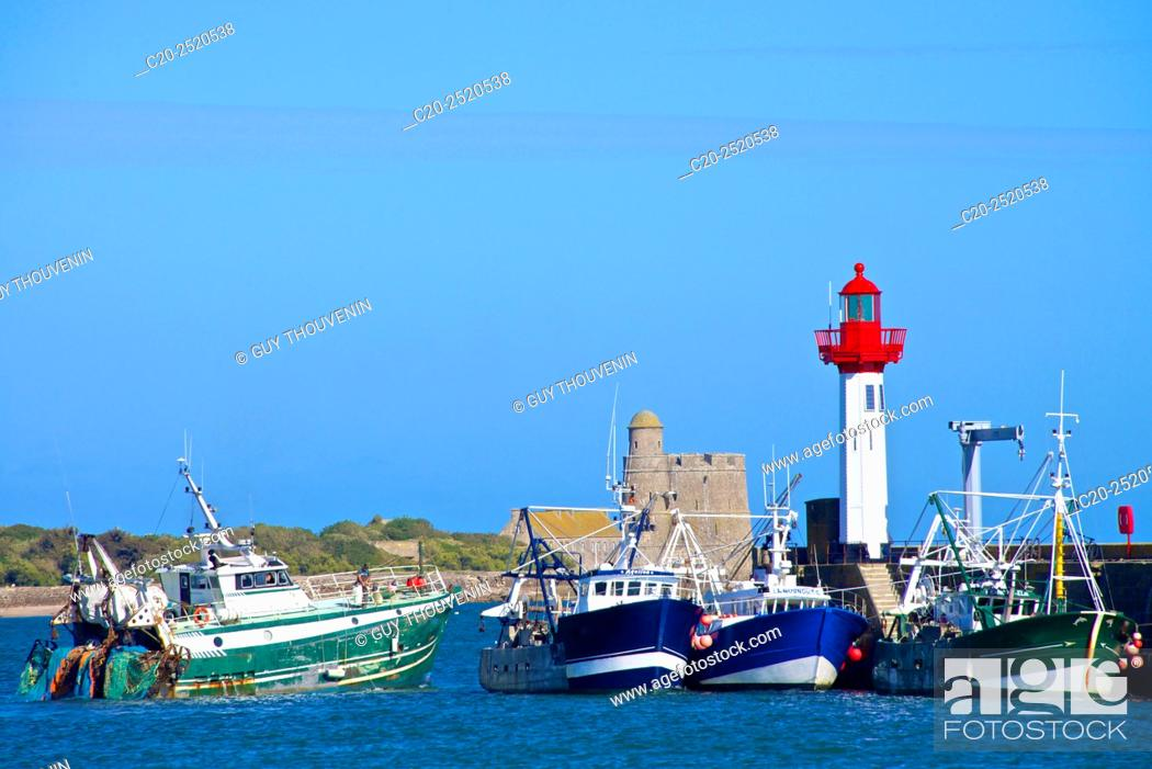 Stock Photo: Fort and Tatihou Lighthouse, with fishing boats, Saint Vast la Hougue, Val de Saire, near Cherbourg, Cotentin, 50, Normandy France.
