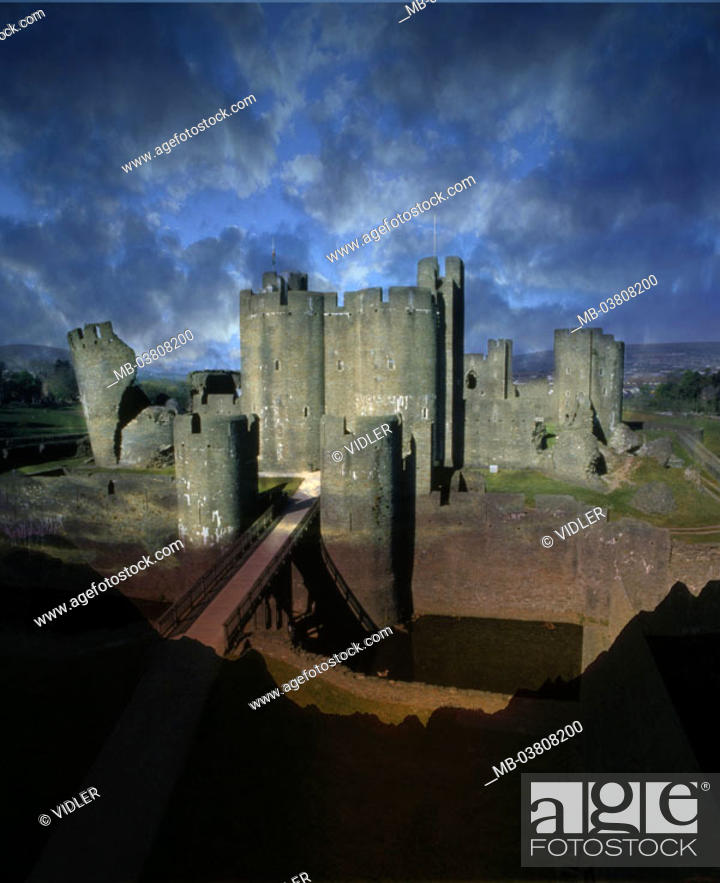 Stock Photo: Great Britain, Wales, Cardiff,  Cardiff Castle, cloud mood, [M] Europe, palace, castle, fortress, built heaven 1093, Norman style, architecture, moat.