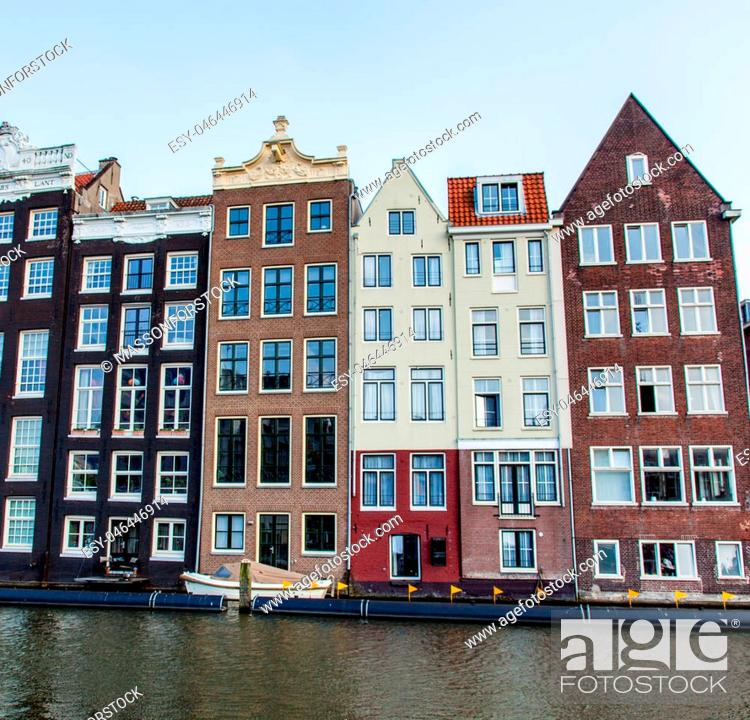 Imagen: AMSTERDAM, NETHERLANDS - September 21, 2014: photo of beautiful view on chain of colorful houses and river.