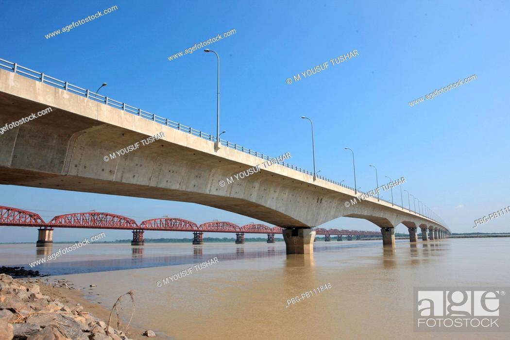 Imagen: Lalan shah Bridge at Kustia, Bangladesh The bridge connects Paksey and Bheramara stations on the broad gauge railway from Khulna to Parbatipur Bangladesh.