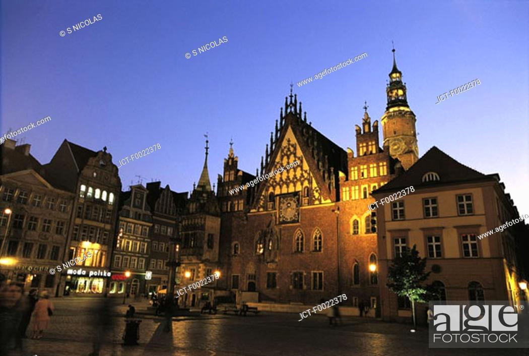 Stock Photo: Poland, Wroclaw, market place at night.