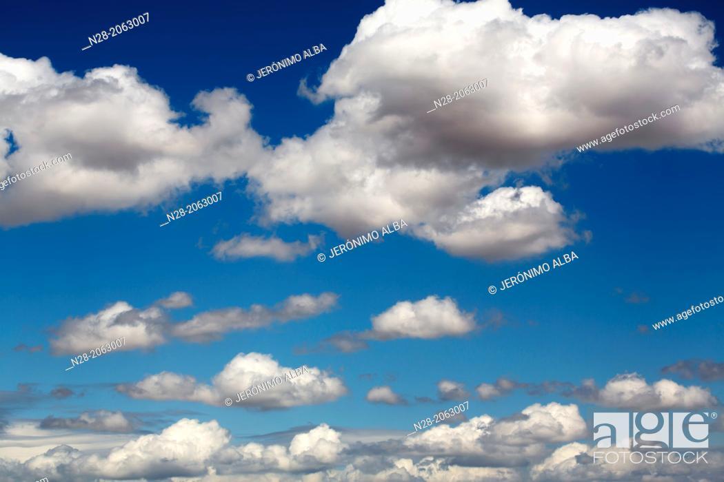 Imagen: Blue sky clouds.