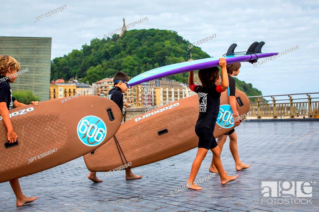 Stock Photo: SURFING CLASS, ZURRIOLA BEACH, SAN SEBASTIAN, DONOSTIA, BASQUE COUNTRY, SPAIN.