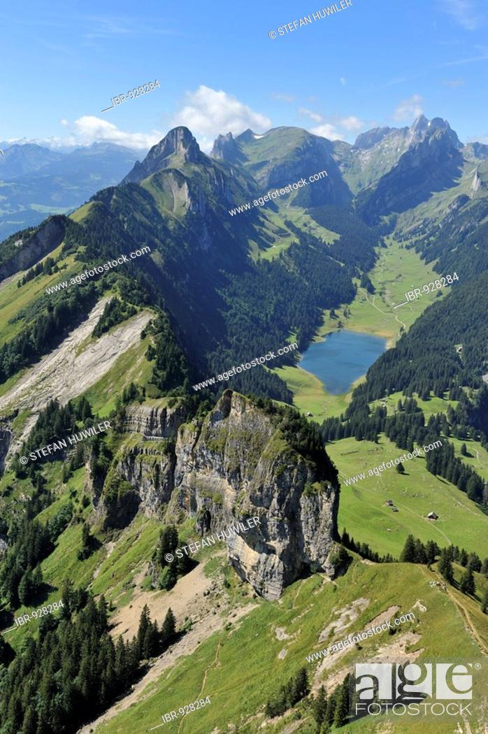 Imagen: View from Mt Hoher Kasten in the direction of Saemtiersee Lake and Saentis, Appenzell, Switzerland, Europe.
