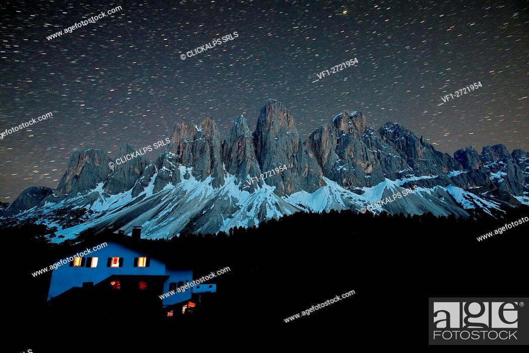 Imagen: Starry sky over the Odle from the hut Malga Glatsch. Funes Valley Dolomites. Trentino Alto Adige. Italy Europe.