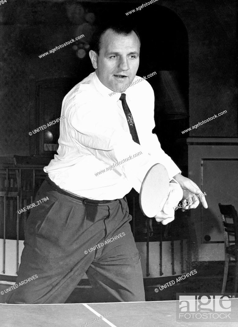 Imagen: Der deutsche Boxer Hein ten Hoff spielt Tischtennis, Deutschland 1950er Jahre. German boxer Hein ten Hoff playing ping pong, Germany 1950s.