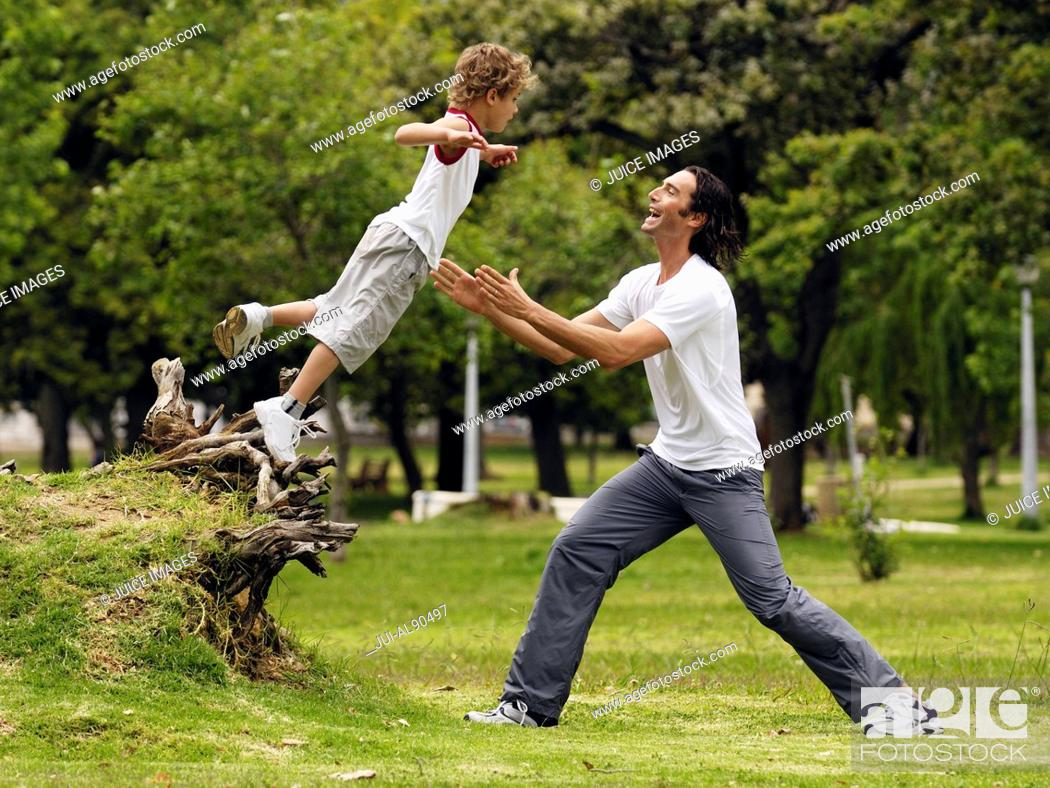 Imagen: Father and son playing in park.