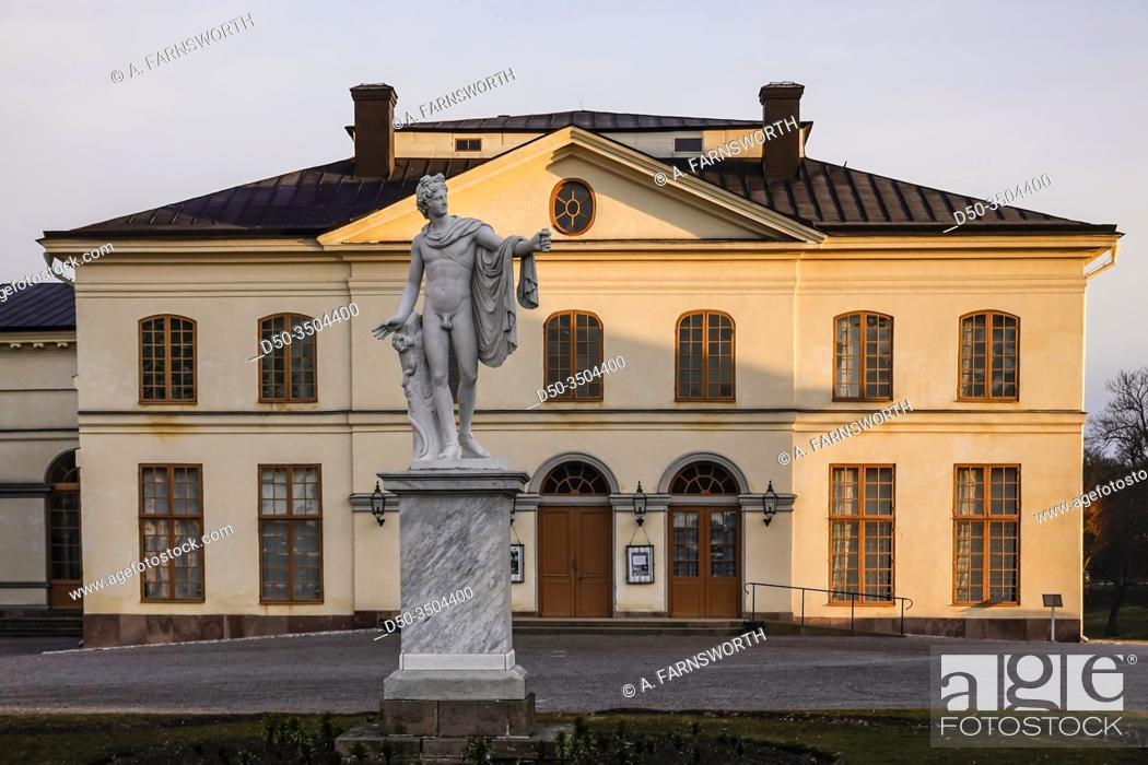 Imagen: Stockholm, Sweden April 1, 2020 The grounds of the Royal Palace Drottningholm. The Drottningsholm Slottsteater, or Opera.