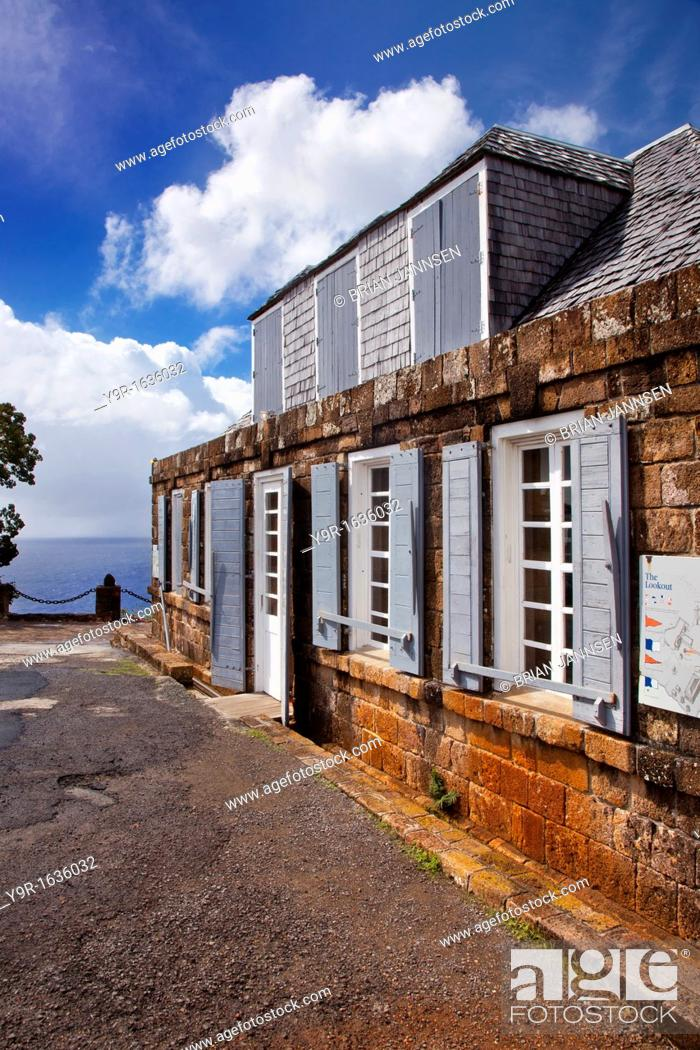 Imagen: Historic lookout building at Shirley Heights - overlooking the English Harbor on Antigua, West Indies.