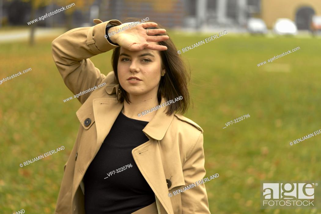Photo de stock: portrait of young woman outdoors in park during autumn, wearing coat, in Munich, Bavaria, Germany.